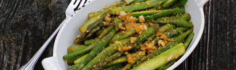 Garlic Asparagus with Nutritional Yeast